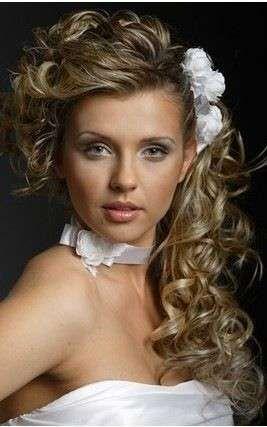 de lado fotos de los mejores looks de novia pelo rizado de