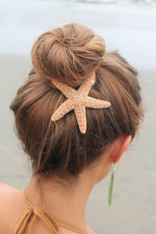 Strandfrisuren: So tragen sexy Beachgirls ihre Haare mit Seestern! www.gofeminin.de/haare/strandfrisuren-s1434242.html