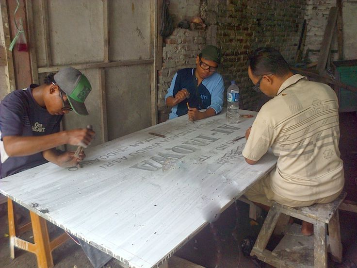Jasa pembuatan prasasti marmer surabaya Kontak kami : 03183315430                           081357603030                            081515441030 PinBB          2657B7A6