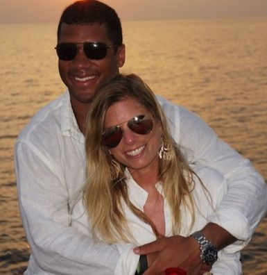 Russell Wilson's Wife Ashton Meem - Wildly Cheering Husband to Super Bowl 2014