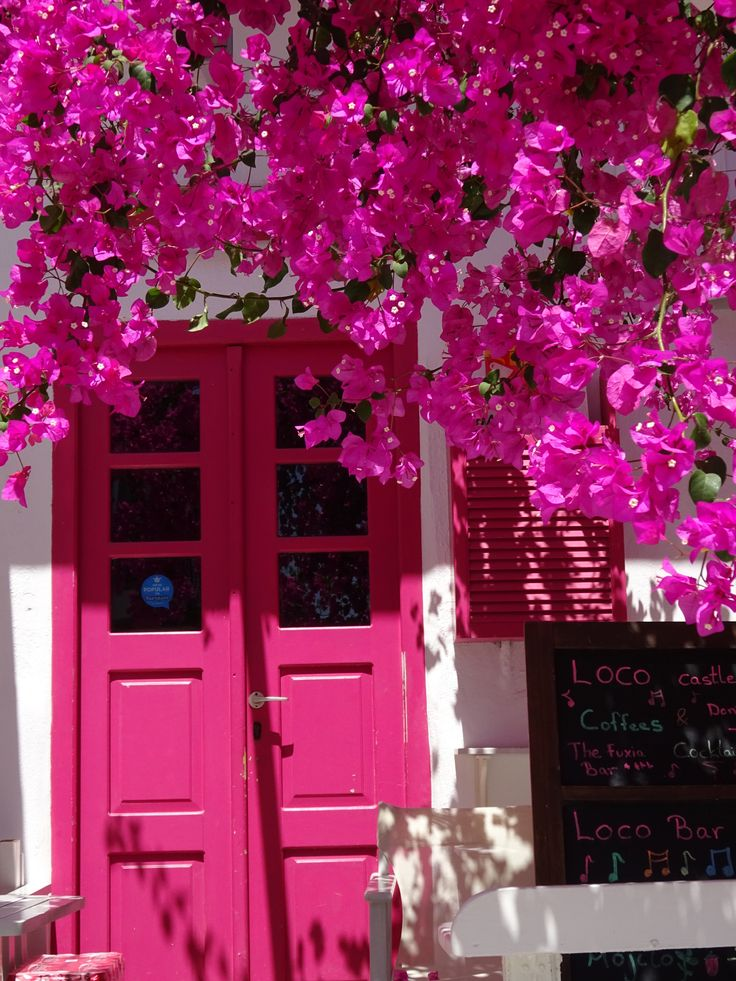 The Greeks are not afraid of pink! (Antiparos)