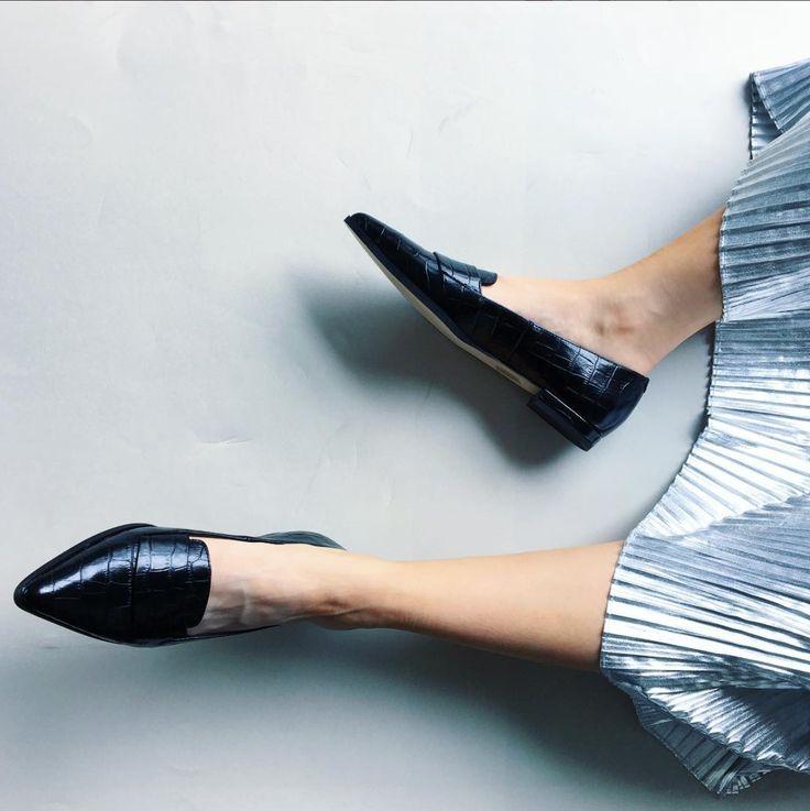 Vanessa - Shiny croco embossed loafers.