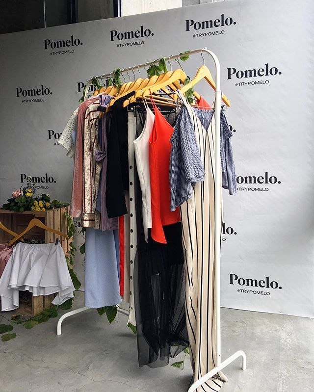 "ELLE joined Pomelo this afternoon for an intimate lunch and preview of their summer 2017 collection. Held in the cozy Mister Sunday the room was decorated to ooze real summer vibes! Mengambil tema ""The Ultimate Summer"" Pomelo menawarkan 30 pilihan gaya musim yang mudah untuk dipadu-padankan. Koleksi ini secara eksklusif akan tersedia di situs Pomelofashion.com mulai 30 Maret mendatang. For more inside scoops from this event go to @elleidlive #ELLEReports #trypomelo (Associate Fashion Stylist…"