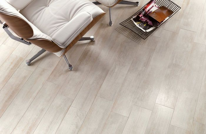D tail du carrelage imitation parquet les planchers blanc carrelage pinterest for Plancher pin blanc