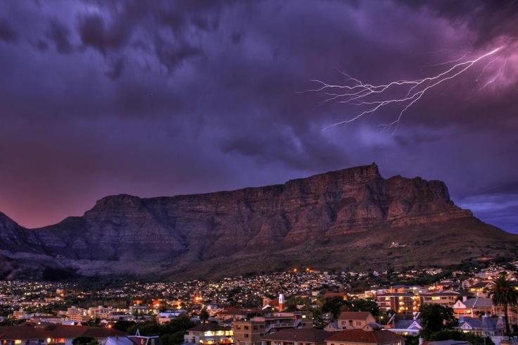 Cape Town thunderstorm - BelAfrique your personal travel planner - www.BelAfrique.com