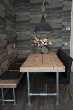 Tafel steigerbuis met steigerhouten blad inclusief bijpassende bank. Deze set geeft een stoere sfeervolle look.