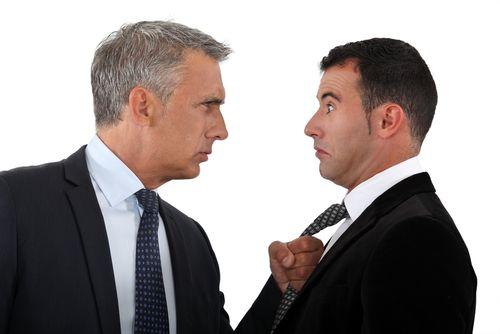 """""""Hallo Chef!"""" - sobald Ihr Vorgesetzter morgens um die Ecke kurvt, fängt das Spielchen an. Was sag ich, was sag ich lieber nicht? Wir reagiere ich auf seine  grotesken Anweisungen, wie auf die …"""
