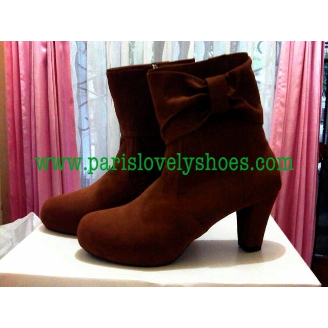 Selain menjual sepatu dengan model yang telah tersedia kamipun menerima pembuatan sepatu wanita dengan model dari anda sendiri.Untuk keterangan lebih lanjut dapat menghubungi Anni (PIN BB 233FD7A2,HP/WhatsApp 081572985289,Yahoo Messenger annieffendi@yahoo.com) dari jam 10.00 s/d jam 18.00,Lie Mey Yung (PIN BB 32A6E0BD,HP/WhatsApp/Wechat/Line/Kakaotalk 02295555022,Yahoo Messenger mey_yung73@yahoo.com) dari jam 18.00 s/d 20.00