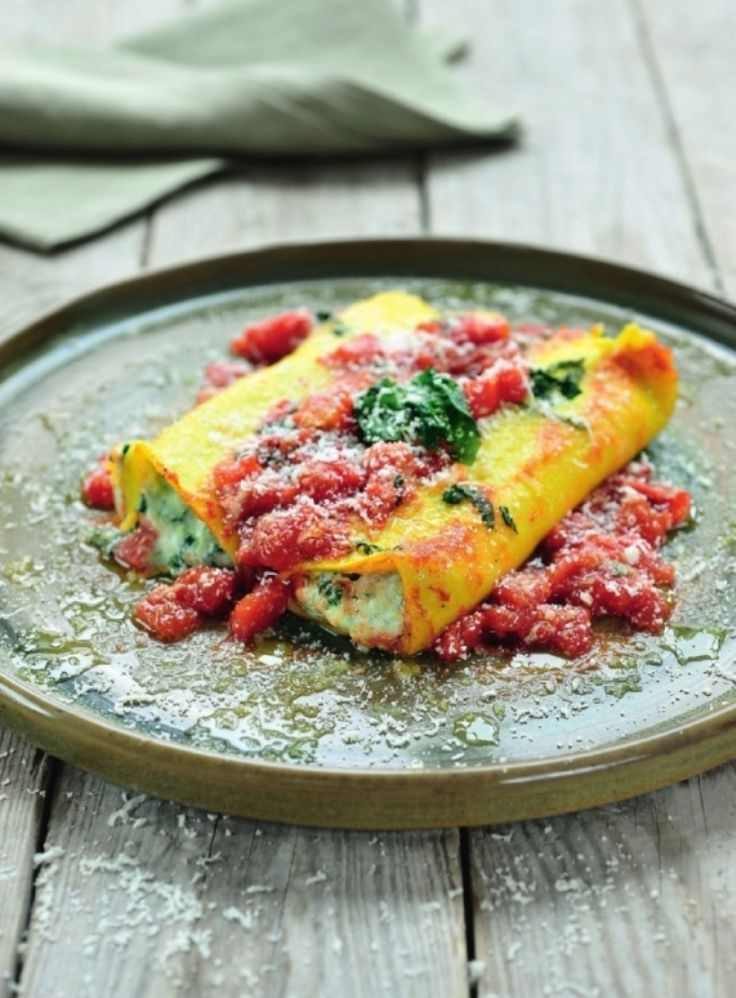 Cannelloni gevuld met ricotta en spinazie http://njam.tv/recepten/cannelloni-gevuld-met-ricotta-en-spinazie