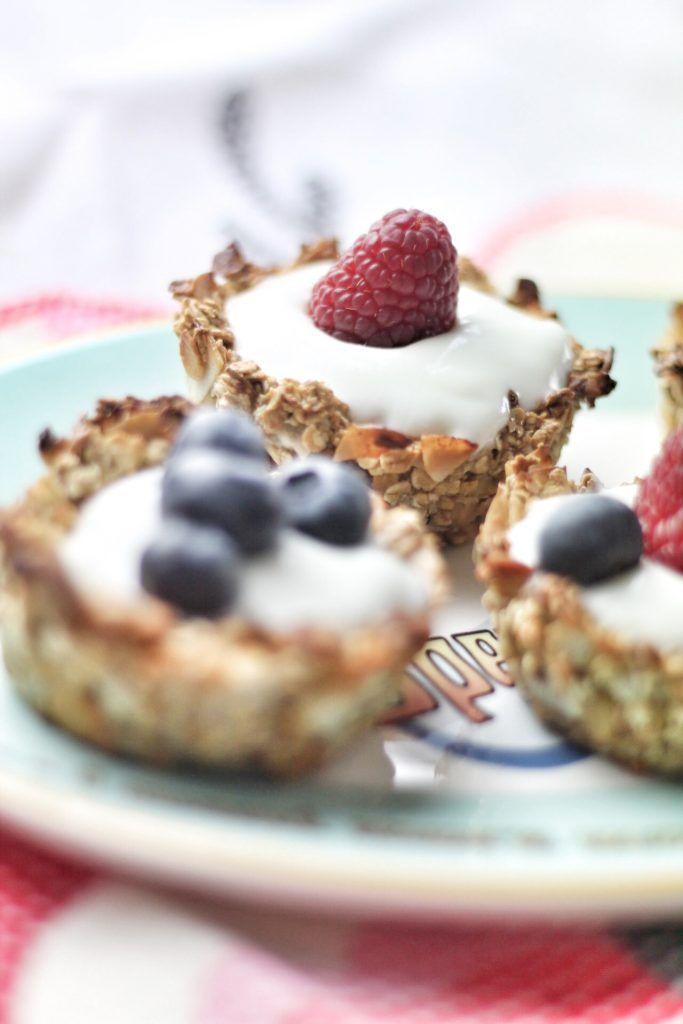 Selbstgemachte Müslikörbchen mit Joghurt und Beeren; wie's geht steht auf Mein wunderbares Chaos