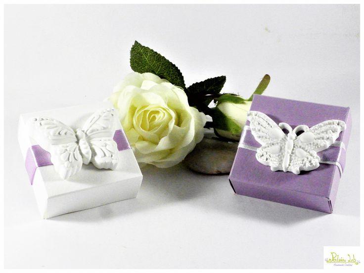 scatolina porta confetti con farfalla in gesso ceramico : Bomboniere di pentria-lab