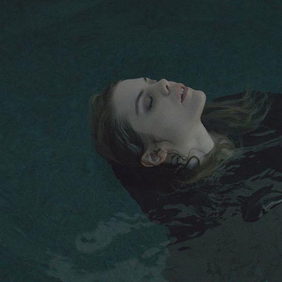Coeur de pirate lance le vidéoclip de la chanson Crier tout bas | HollywoodPQ.com