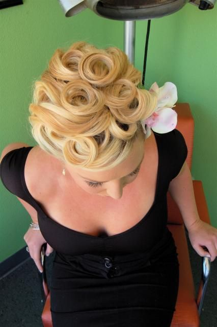 pin up girl hair, victory rolls, liberty rolls, 40s hairstyle, Pin Up Hair Design