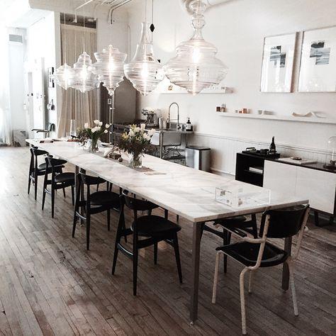 """suspensions au-dessus de la table : voir aussi l'épingle du """"mur anthracite"""" avec fabrication de baladeuse, dans le tableau """"idées pour la maison"""""""