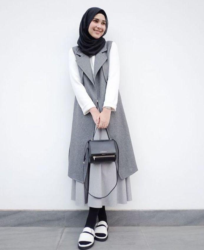 Tampilan Casual Wanita Berhijab Masa Kini Busana Muslim Pinterest Models Casual And Muslim