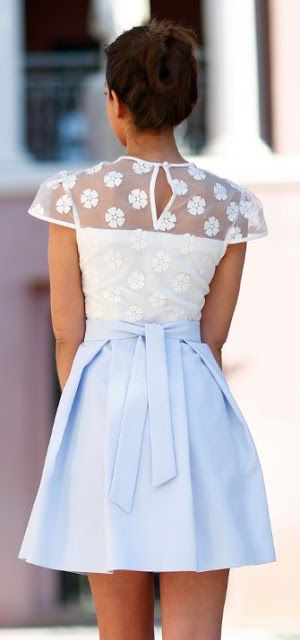 Street style | Translucid floral top and pastel blue skirt | Latest fashion trends
