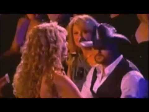 Taylor Swift Sings Tim McGraw to Tim McGraw at ACMs - YouTube