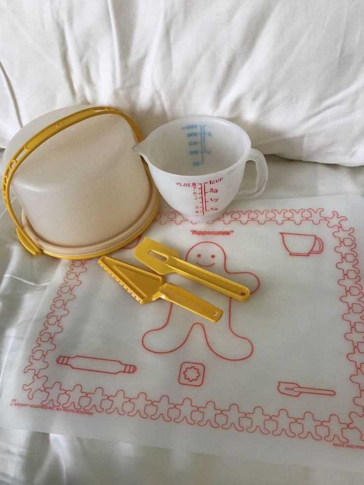 Tupperware Childs Vintage Cake Keeper Server Spatula Measure cup rolling mat  | eBay