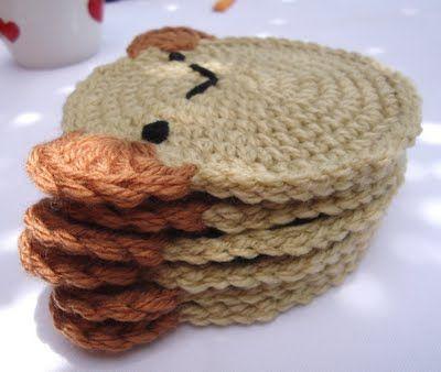 Oso (puede ser mantel individual,posa taza, adorno para habitación de niño, etc) Tutorial: http://lovestitches.blogspot.com.ar/2011/05/crochet-little-bear-coasters.html