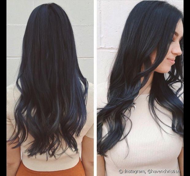 Para as morenas que querem ir além das californianas loiras, uma dica é apostar nas mechas californianas coloridas em tons de azul e cinza (Foto: Instagram @havenchristian)