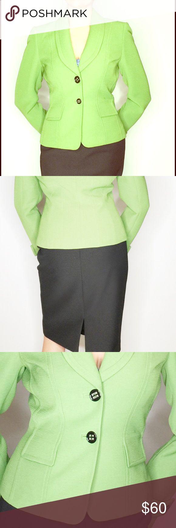 Ladies Tahari skirt suit Worn 3 times. Perfect for the sophisticated woman that wants to get the job ✅ #workwear #Tahari #womens #workattire #ladies Work it! Tahari Skirts Skirt Sets