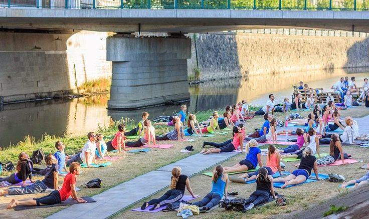 Břeh Radbuzy znovu otevírá své brány 3. června. Jedná se již o třetí ročník festivalu pořádaného spolkem k světu., jež pracuje již řadu let s tématem využití a oživení veřejného prostoru podél plzeňských řek na pozadí pořádání netradičních kulturních projektů.