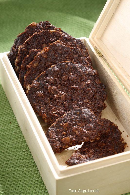Hozzávalók: 10 dkg étcsokoládé (minimum 60 % kakaótartalmú), 15 dkg vaj, 10 dkg méz, 10 dkg zabpehelyliszt, 15 dkg zabpehely, 1 kiskanál őrölt fahéj, fél kiskanál szódabikarbóna, csipetnyi tengeri só  1. Az étcsokoládét egy tűzálló tálba vagy ...