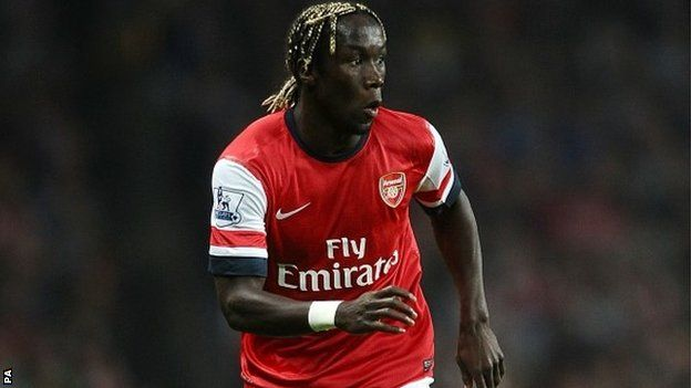Manchester City sign Bacary Sagna