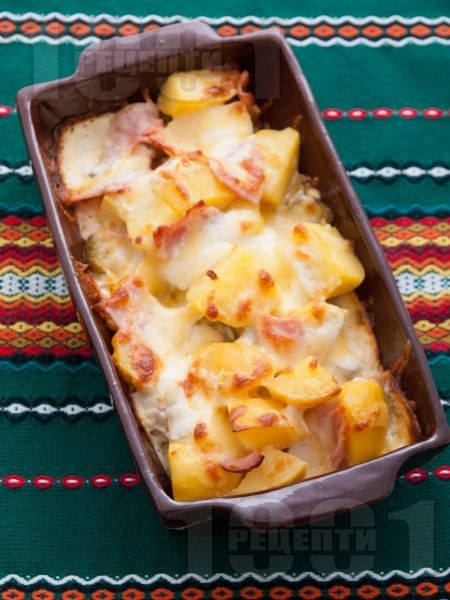 Запечени картофи с шунка, кашкавал и кисели краставички