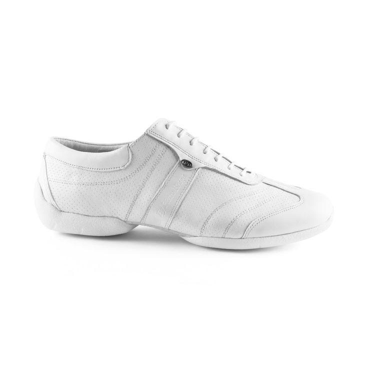 """Endnu en """"street-præget"""", sej dansesneakers fra PortDance. Modellen PD Pietro Braga Street er fra PortDance, og er udført i hvidt læder. En i særklasse god dansesko i fleksibilitet, fit og godt design. Forhandles hos Nordic Dance Shoes: http://www.nordicdanceshoes.dk/portdance-pd-pietro-braga-street-hvid-laeder-dansesko#utm_source=pin"""