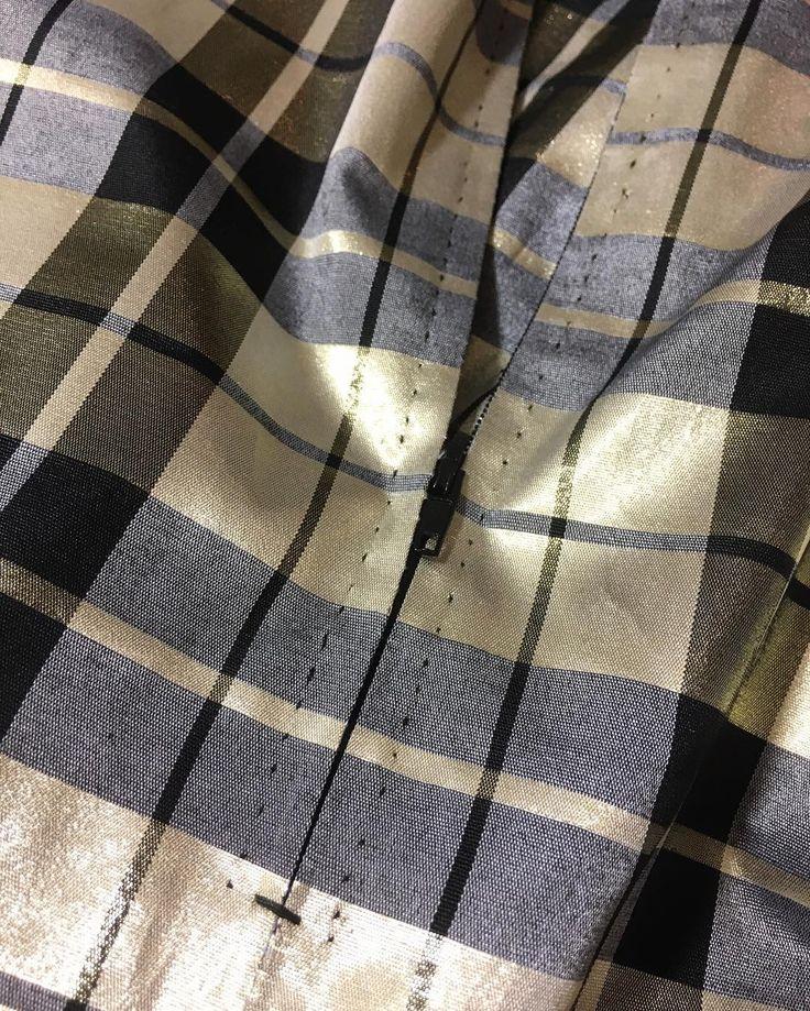 My new obsession—hand picked zipper. PL: Nowa krawiecka obsesyjka - ręcznie wszyty zamek. #sewing #instasew #golden #skirt #vintagesewing #retro #1960s #handpicked #zipper #inthemaking #szycie #rękodzieło #wroclawszyje #spódnica #złota #krata #zamek #reczneszycie