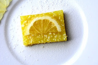 We love tangy, sugary lemon squares—these vegan ones have ditched the egg and dairy. We'll take a truckload.: Sugari Lemon, Vegans Lemon Bar, Squaresth Vegans, Lemon Squaresth, Eggs Fre Lemon, Lemon Squares Thes, Eggs Fre Treats, Vegans Food, Squares Thes Vegans