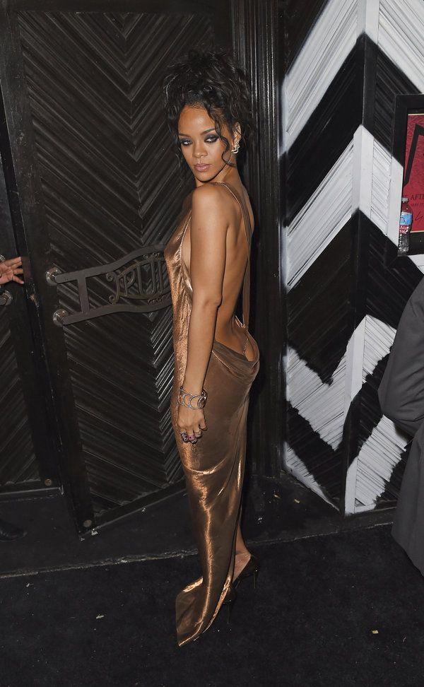 Rihanna se excede con su interminable escote - Yahoo Celebridades En Español