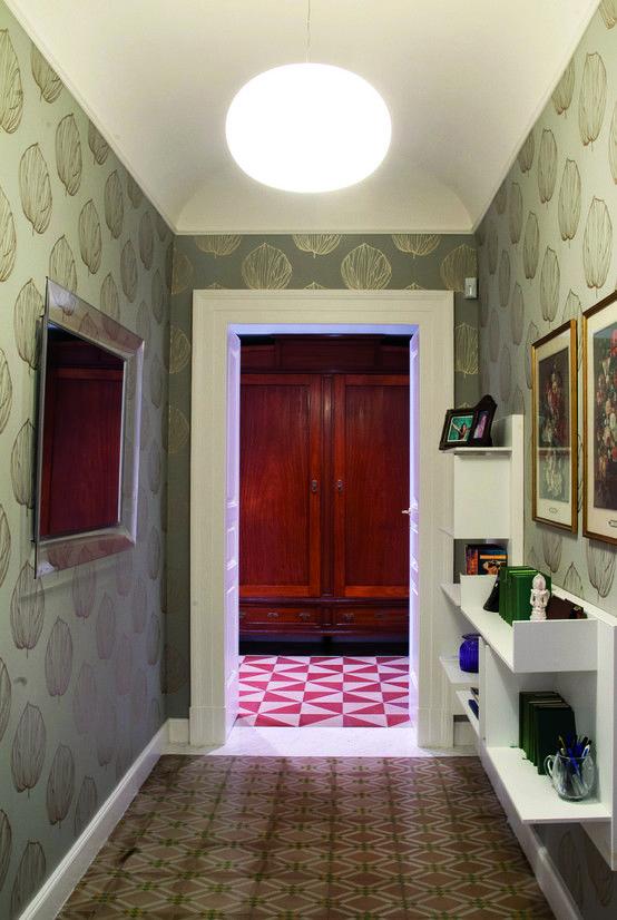 Casa L - realizzato : Ingresso, Corridoio & Scale in stile classico di STUDIOFLAT