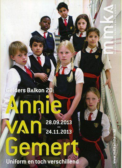 Welke kleren draag jij voor school? Nog tot 4 januari kan je in Ieper gaan kijken naar een tentoonstelling over schooluniformen. http://annievangemert.com/exposities/