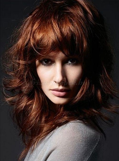kiengedett haj, frizurák kiengedett hajból, kiengedett frizurák, frizurák hosszú hajból kiengedve, hosszú női frizurák kiengedett hajból, női frizurák hosszú hajból