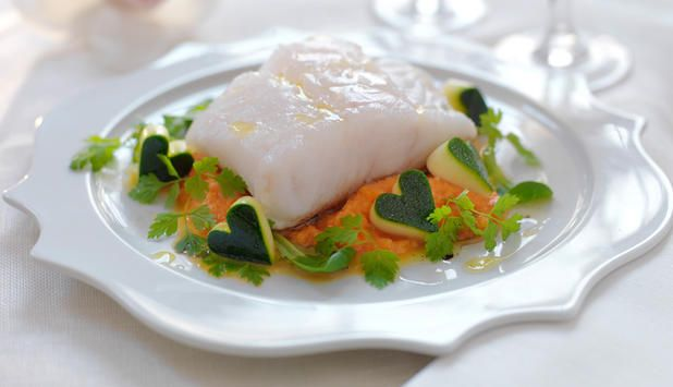 Hvis du vil fortelle din kjære noe med middagen du lager, skal du velge kjærlighetsfisken skrei. I denne oppskriften er også tilbehøret hjertelig!