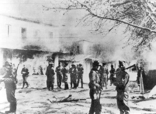 Η Σφαγή του Διστόμου: Ένα από τα πιο αποτρόπαια εγκλήματα των Ναζί στην κατεχόμενη Ελλάδα. Το Δίστομο πυρπολήθηκε και 218 κάτοικοι (114 γυναίκες και 104 άνδρες) εκτελέστηκαν απάνθρωπα. Ανάμεσά τους 45 παιδιά και 20 βρέφη.