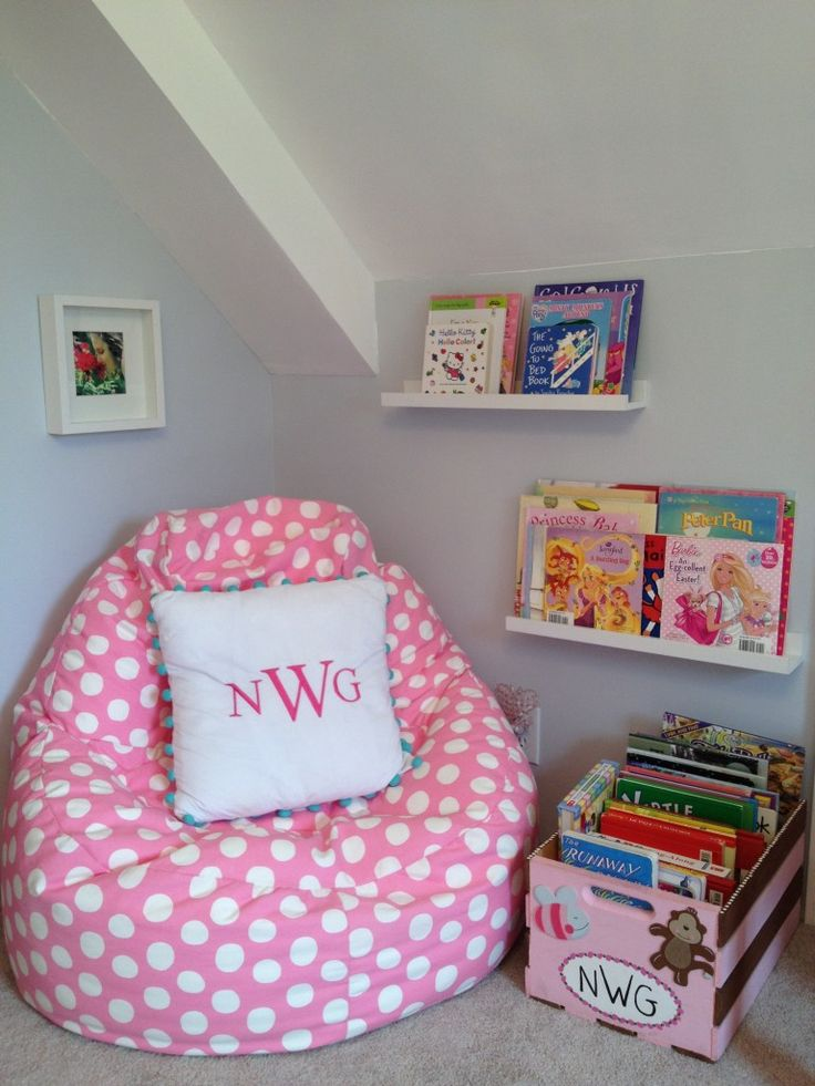 Best 25 reading corner kids ideas on pinterest kid reading nooks cozy reading corners and - Small space bags ideas ...