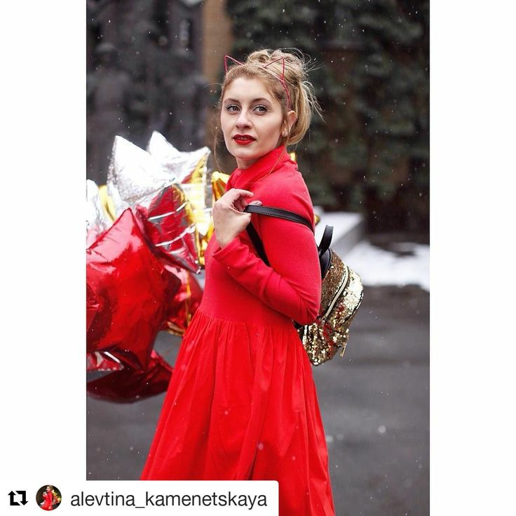 Идея для новогодней фотосессии - букет из фольгированных шариков-звезд⭐️ Еще можно сделать съемку новой коллекции , как @alevtina_kamenetskaya 💃 Riota.ru - воздушные шары, доставка шаров, оформление шарами, оформление шарами москва, оформление свадьбы, оформление дня рождения, декор, свадьба, день рождения, выписка из роддома, доставка шаров москва, романтический сюрприз, шары москва, шары с гелием, воздушные шарики, шары подпотолок, шарики москва, шарики с гелием