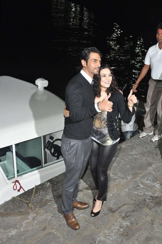 Preity Zinta and Arjun Rampal at Hrithik's Birthday Party at Yacht.