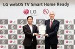 LG webOS 3.0 - центр умного дома    Новая операционная система webOS 3.0 от LG верифицирована компанией UL, организацией по тестированию и сертификации, как отвечающая требованиям совместимости с бытовыми устройствами, использующими концепциюIoT (Internet of Things, «Интернет вещей»). Сейчас «умным» домом можно управлять через телевизоры LG Smart TV 2016 года на webOS 3.0 с помощью проприетарного приложения IoTV.        Читать на сайте https://www.wht.by/news/os/51505/