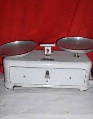 vecchia bilancia da cucina anni 50 ferro smaltato marca torix in ferro smaltato due piatti alluminio