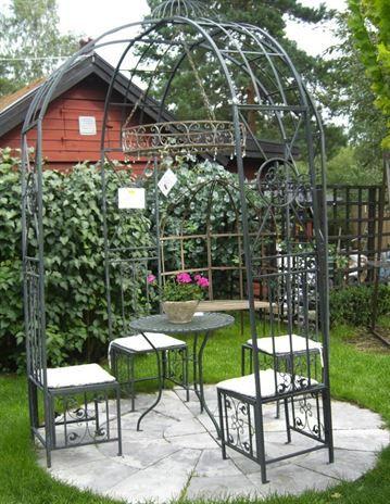 VÄXTHUS. Flyttar vardagsrummet ut i trädgårdsrummet. Luta dig tillbaka i en trädgårdspaviljong av dubbla rosenbågar. Inklusive bord och stolar. 9 700 kronor, Garden Aquatica.