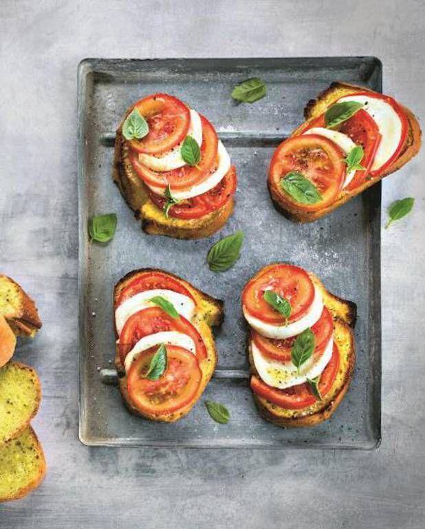 Pain perdu au pesto, tomate et mozza pour 4 personnes - Recettes Elle à Table