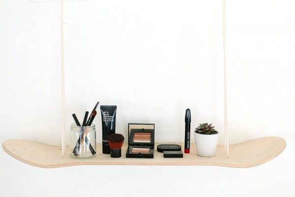 Étagère skateboard DIY pour le rangement du maquillage