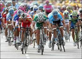 Umbulumbul tidak berizin bertebaran dalam ajang balap sepeda Tour de East Java (TdEJ) 2013 yang finish di Sidoarjo. Puluhan umbul-umbul..