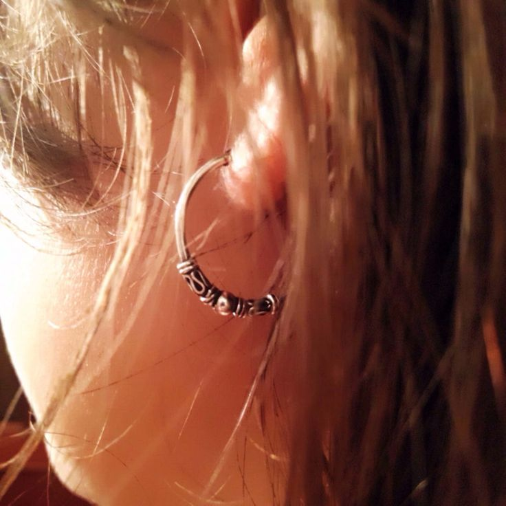 Un favorito personal de mi tienda de Etsy https://www.etsy.com/es/listing/500403526/bali-hoop-earrings-tribal-earrings