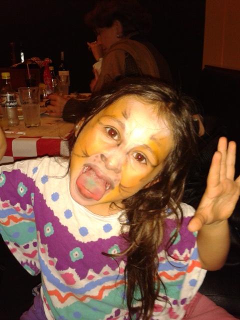 A que niño no le gusta pintarse la cara?