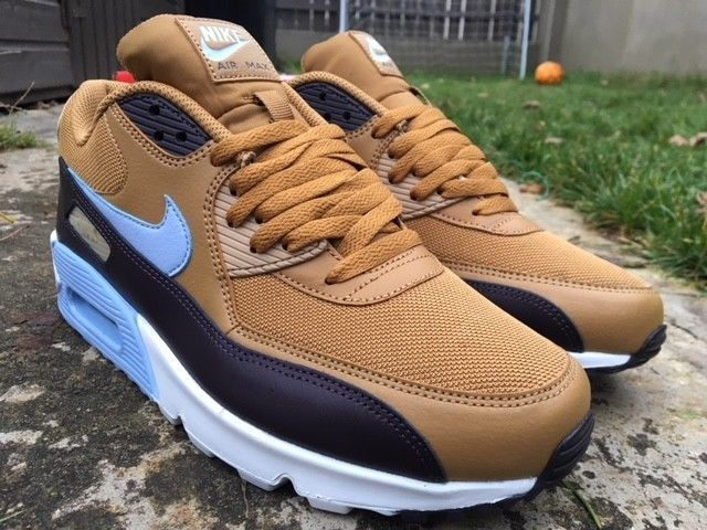 364271c54371 Nike Air Max 90 Size 9 UK Essential EU 44 Trainers Men  Muted Bronze ...